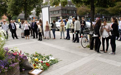 Hedra Srebrenicas offer utanför SVT (Foto: Haris Tucaković, den 4 sept.)