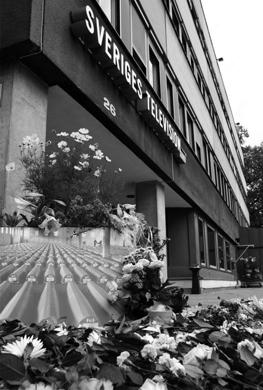 Den 4 september 2011 arrangerades manifestationer utanför SVT:s huvudkontor i Stockholm, Göteborg, Malmö, Västerås och Falun, där folk kom och placerade blommor för att hedra offren i Srebrenicafolkmordet.