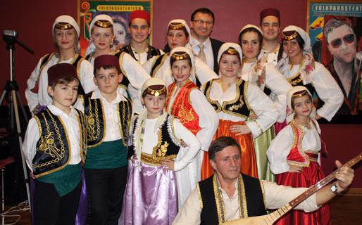 Ambasador Darko Zelenika s mladima udruženja Ljiljan Oskarshamn i Asimom Hodžićem (Foto: Muharem Sitnica Sića)