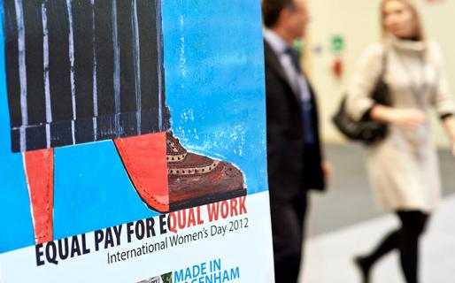 Internationella kvinnodagen 2012: Lika lön för likvärdigt arbete