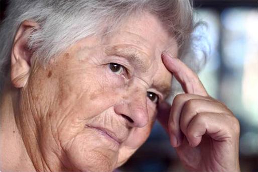 Det är inte värdigt en feministisk regering att en stor grupp pensionärer inte kan leva på sin pension, skriver debattörerna