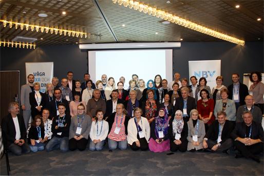 """Zajednička fotografija s konferencije """"Jezik i demokratija"""""""